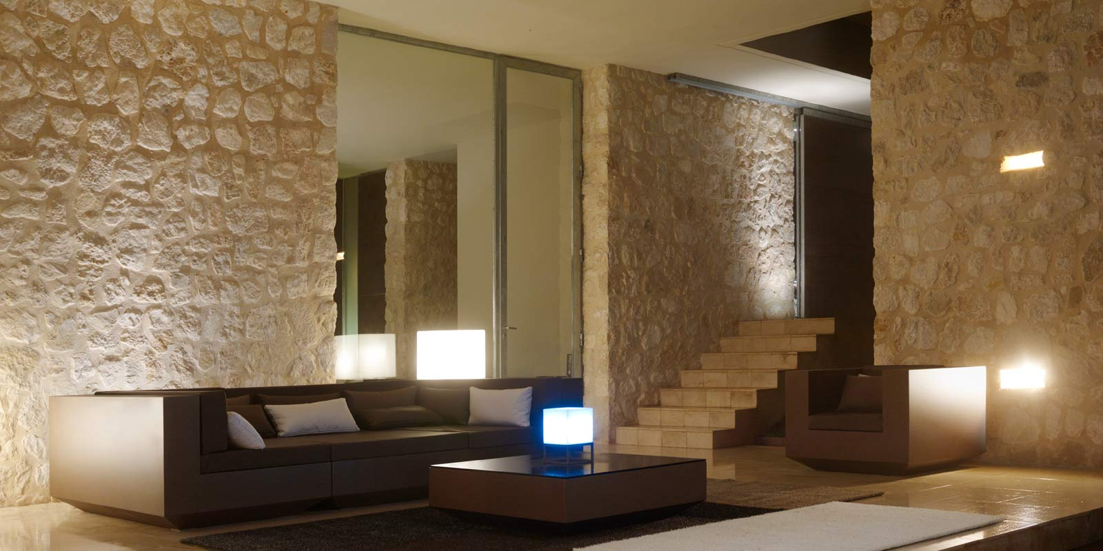 Vela lampe cub by ram n esteve lamparas vondom products for Beauty spa tableview