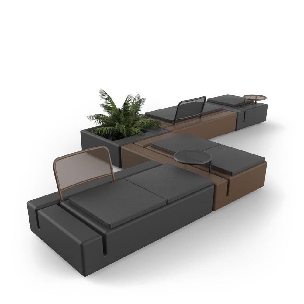 https://www.vondom.com/imagenes/conjuntos/KESMODULARSOFA/ES/img_conjunto/sofa-modular-kes-gabriele-oscar-buratti-vondom-2.jpg