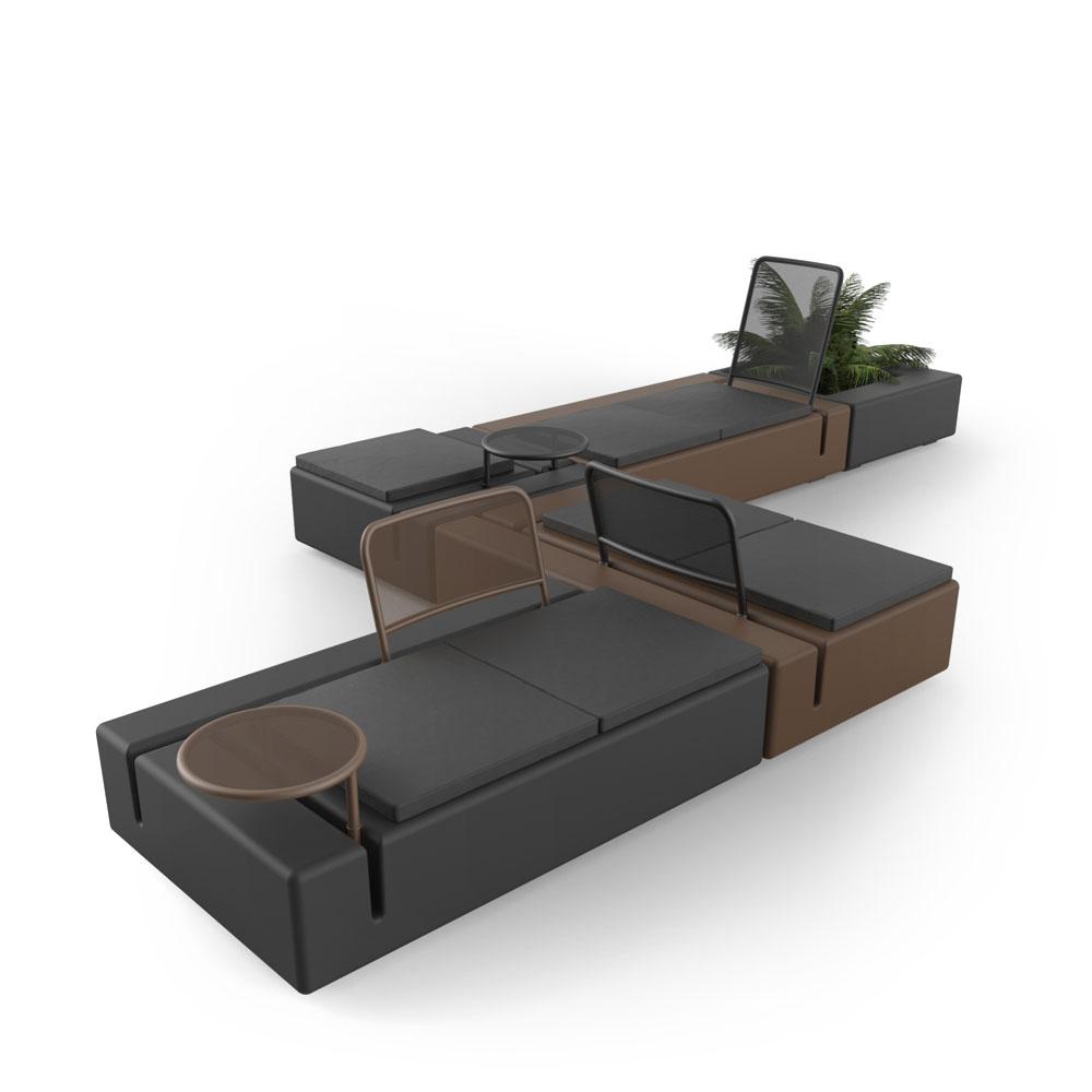 https://www.vondom.com/imagenes/conjuntos/KESMODULARSOFA/FR/img_conjunto/sofa-modular-kes-gabriele-oscar-buratti-vondom-3.jpg